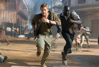 """שיתוף פעולה של הלבן עם השחור להצלת שניהם בתוך הכאוס ומלחמות האזרחים ב-סיירה לאונה (האם הסרט מתכתב עם המצב בעיראק של היום?). מתוך """"לגעת ביהלום""""."""