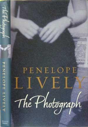 """כריכת הספר """"התצלום"""", הוצאת ויקינג, 2003"""