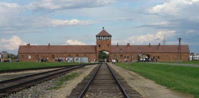 שער המחנה אושוויץ בירקנאו