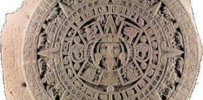 אבן השמש, המגלמת בחומר את מיתוס השמשות, התגלתה במרכז מקסיקו סיטי בשנת 1790
