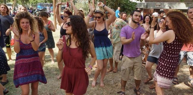 צעירים רוקדים, צילום: דני גיא (באדיבות: הילה קומם)