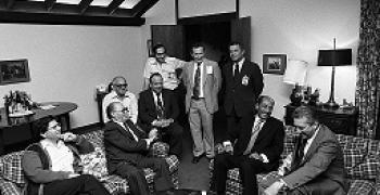 אהרון ברק, יושב משמאל, בעת שיחות השלום