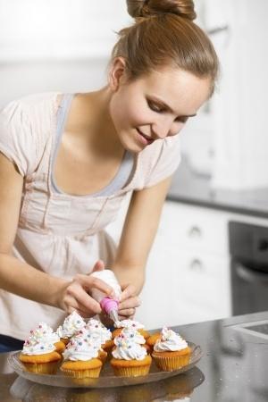 טיפים לקישוט עוגות מהיר וזול