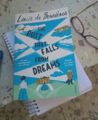 The Dust That Falls From Dreams / Louie de Bernieres