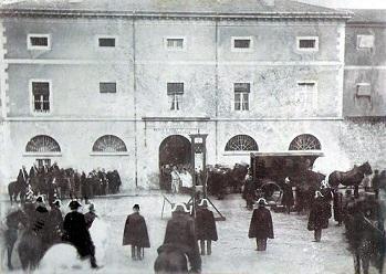 הוצאה להורג ציבורית בגיליוטינה, Lons-le-Saunier, צרפת 1897.