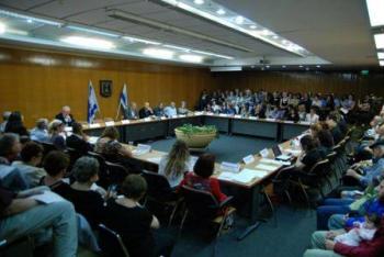 """ב 9.5.12 התכנסו משוררים רבים מרחבי הארץ במשכן הכנסת בירושלים לכבוד הצעת חוק השירה מטעמו של ח""""כ אריה ביבי"""