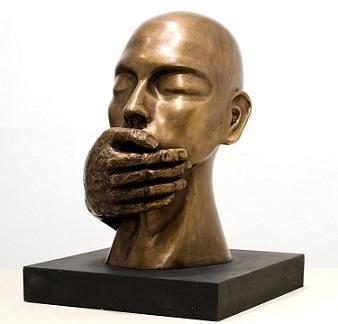 """אסתי קסטרו, """"מדבר"""", פיסול. צילום: פיני סילוק"""