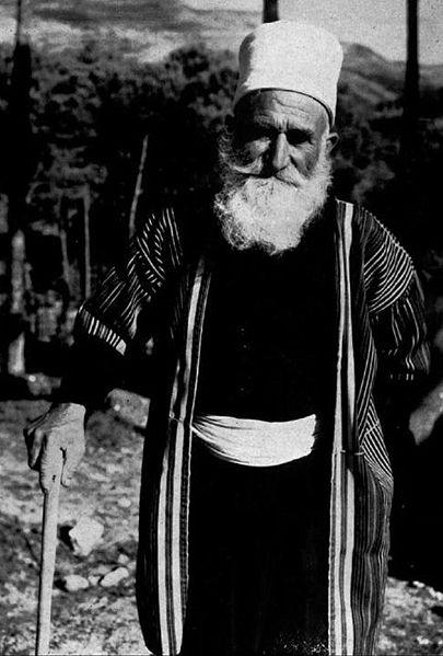 קשיש דרוזי בלבוש מסורתי.