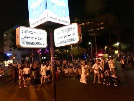 מתוך התערוכה: צילום של אלחנדרו פריד, פינת רחוב