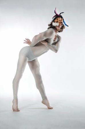 """מתוך המופע: Love Must Go, צילום: אלכס ברגר, באדיבות: לינה בלס יח""""צ"""