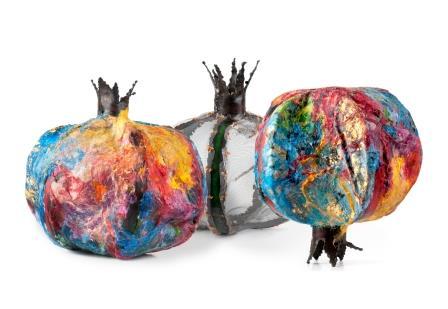 עבודה של מרים מס ויצחק פרימן מתוך התערוכה, רימון, טכניקה מעורבת, גודל הרימון 60X60, קרדיט: סדן הפקת אמנות