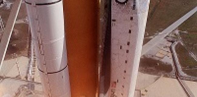 """מעבורת החלל """"קולומביה"""" בעת שיגורה למשימתה האחרונה"""