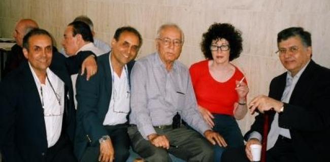 בתצלום סמיח אל קאסם מצד ימין. מימין לשמאל: סמיח אל קאסם, דליה רביקוביץ,  פרופ ששון סומך, בלפור חקק, הרצל חקק