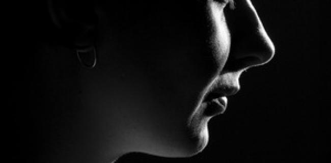 על פגיעות רגשית להבדיל מפגיעה רגשית