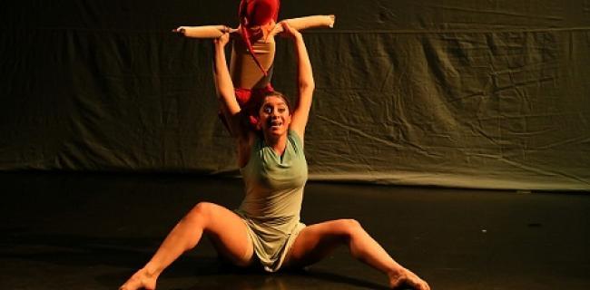 """מתוך המופע """"כשאגדל להיות קטן"""", צילום: אוליבר מילר (באדיבות: לינה בלס)"""