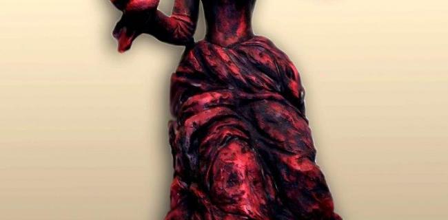 פסליה של אפרת פוייר משוחחים עם דמויות התיאטרון, האופרה והמחול