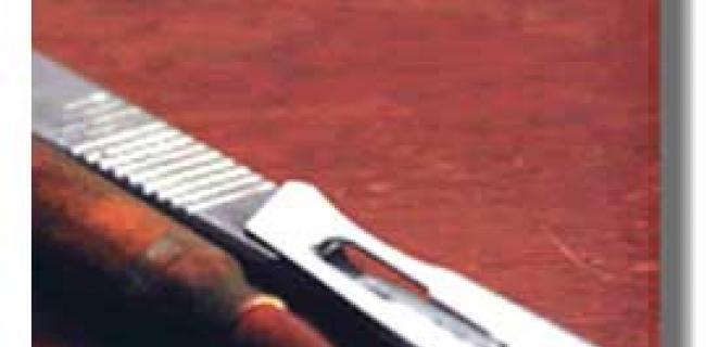 הנשק אזמל: סיפורו של רופא צ'צ'ני תחת אש / חסן באייב. הוצאת כרמל