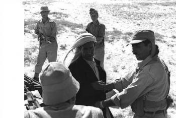 מסתנן פלסטיני מרצועת עזה שנתפס על ידי חיילים ישראלים - שנות ה-50