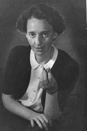 לאה גולדברג (1911-1970) בשנת 1946