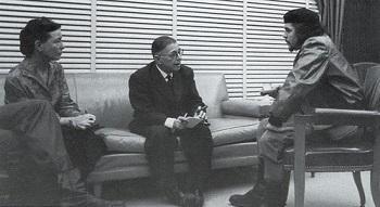 סימון דה בובואר בפגישה עם צ'ה גווארה וז'אן פול סארטר