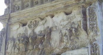 תבליט המנורה בשער טיטוס. צילום: בלפור חקק
