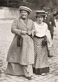 קלרה זטקין ורוזה לוקסמבורג, ינואר 1910
